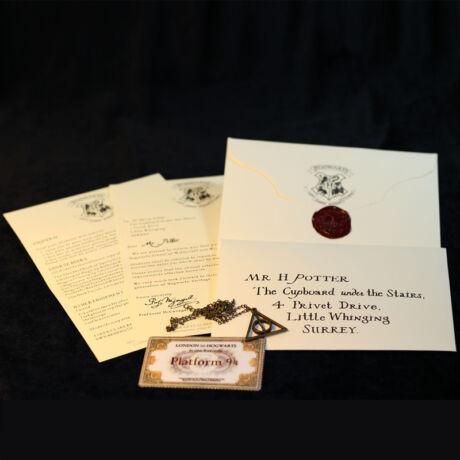 Harry Potter Roxfort felvételi levél, vonatjegy és Halál Ereklyéi nyaklánc