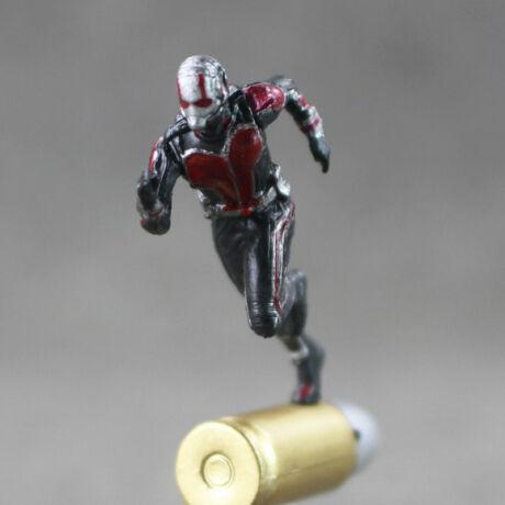 Ant-Man A Hangya mini lövedéken futó hangyaember figura