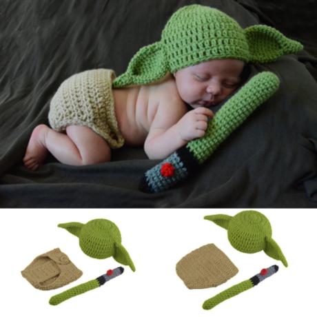 Star Wars Yoda baba jelmez, rugdalózó fénykarddal